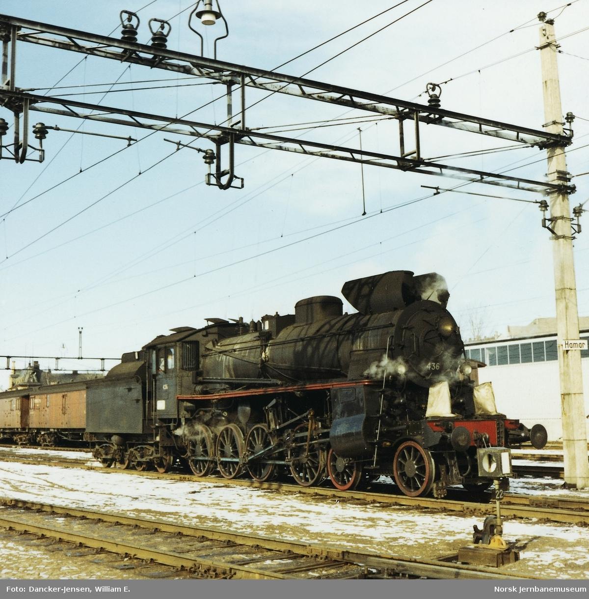 Damplokomotiv type 26c nr. 436 på Hamar stasjon