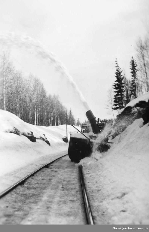 Snøfresing i Stavåsskjæringa på 49. avdeling ved Berkåk