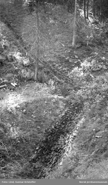 Nordlandsbaneanlegget : steinsatt grøft