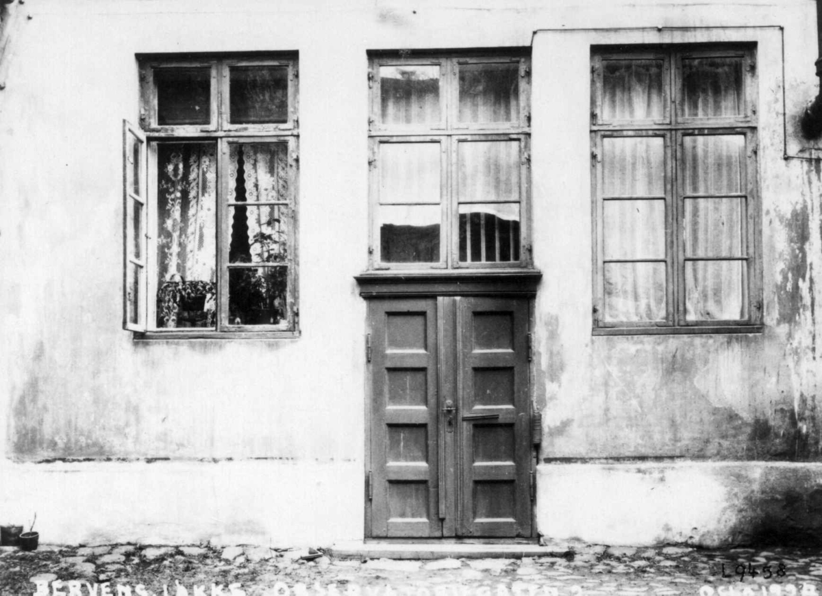 Bervens Løkke, Observatoriegata 2, Oslo 1924. Detalj av bygning, eksteriør. Vinduer og dør.