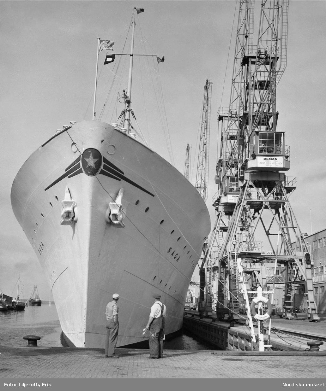 Göteborg. Svenska Lloyds fartyg i Majnabbehamnen vid Klippan