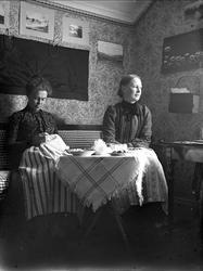 Kvinnor i hemmiljö, sannolikt Uppsala