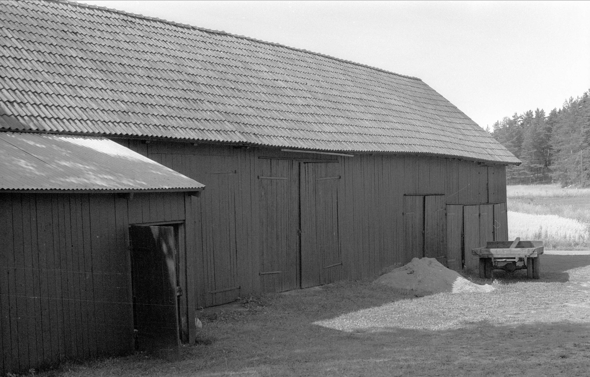 Lada och lider, Ängeby 9:1, Börje socken, Uppland 1983