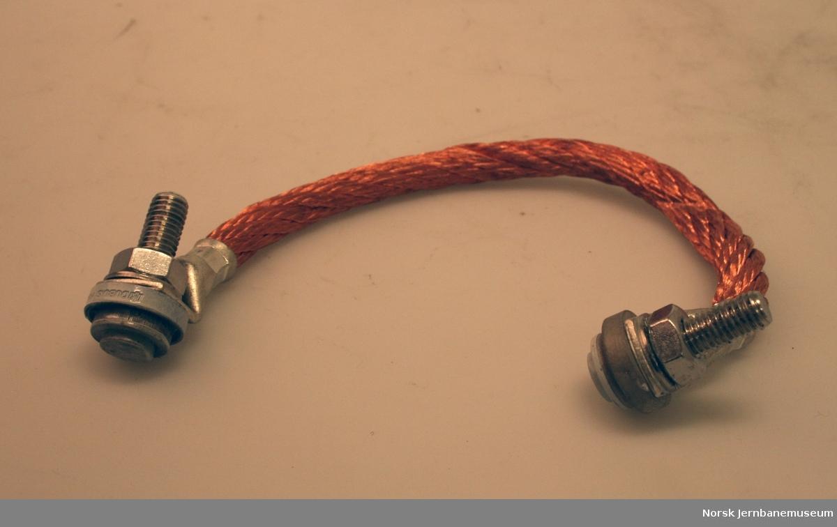 Ny kontaktlisse i kobber, med skruetilkobling i begge ender. Til bruk i skinneskjøter, jording osv.
