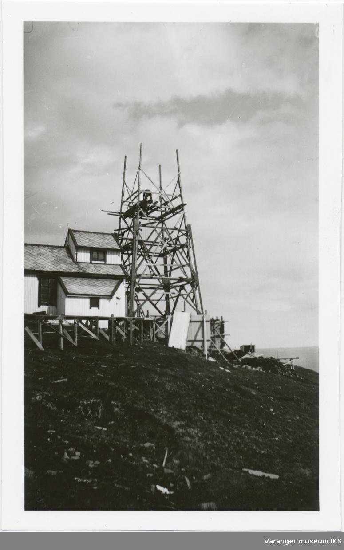 Fra byggingen av fyrtårnet på Hornøya