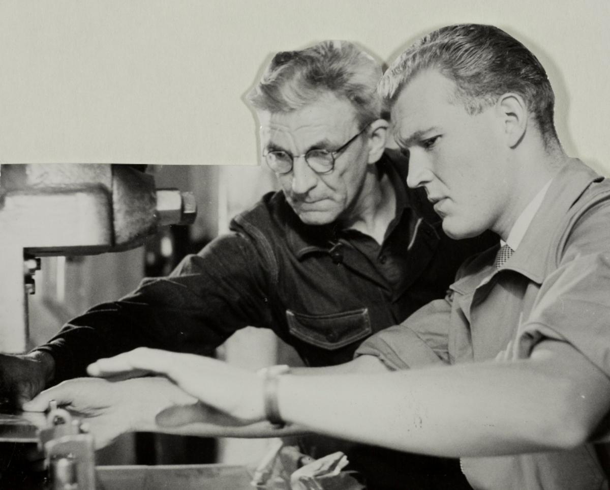 Eilif Henriksen og Leif A. Lunde fra Jonas Øglænd, Sandnes var med på innspillingen av en dokumentarfilm om forslagssystemet i bedriften.