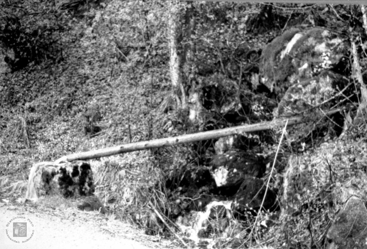 Vannpost på Glåpevegen nedanfor Hefteli, Bjelland.