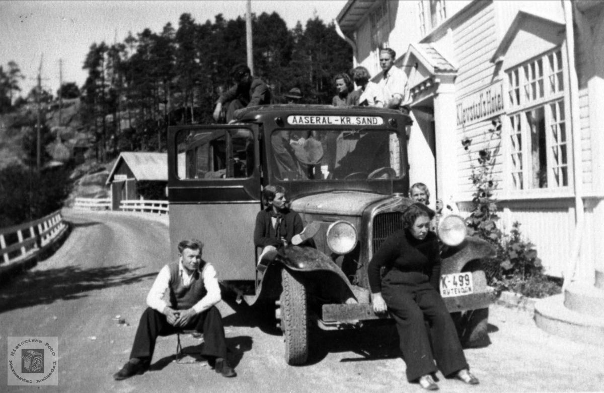 Tur med Bjellands Ungdomslag til Setesdal og Vest-Telemark. Klevstul's hotell er vel det som nå heter Gjestgiveriet, og ligger i bygda Treungen i Vest-Telemark.