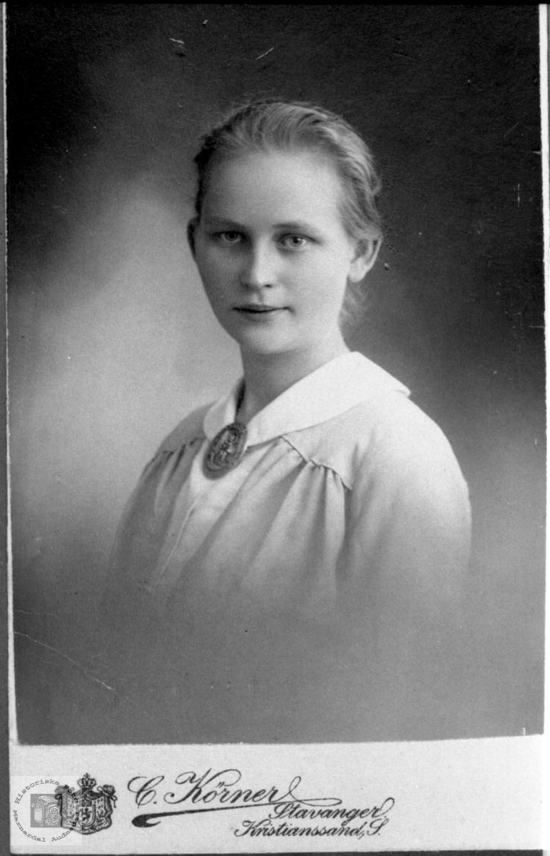 Portrett av Ingeborg Foss fra Bjelland.