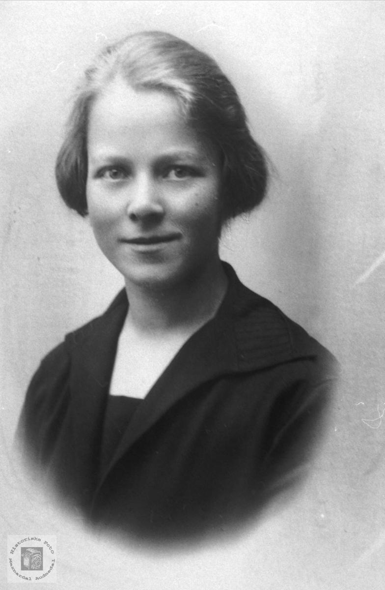 Portrett av Sigrid Bergo, lærarinne og prestefrue, Bjelland