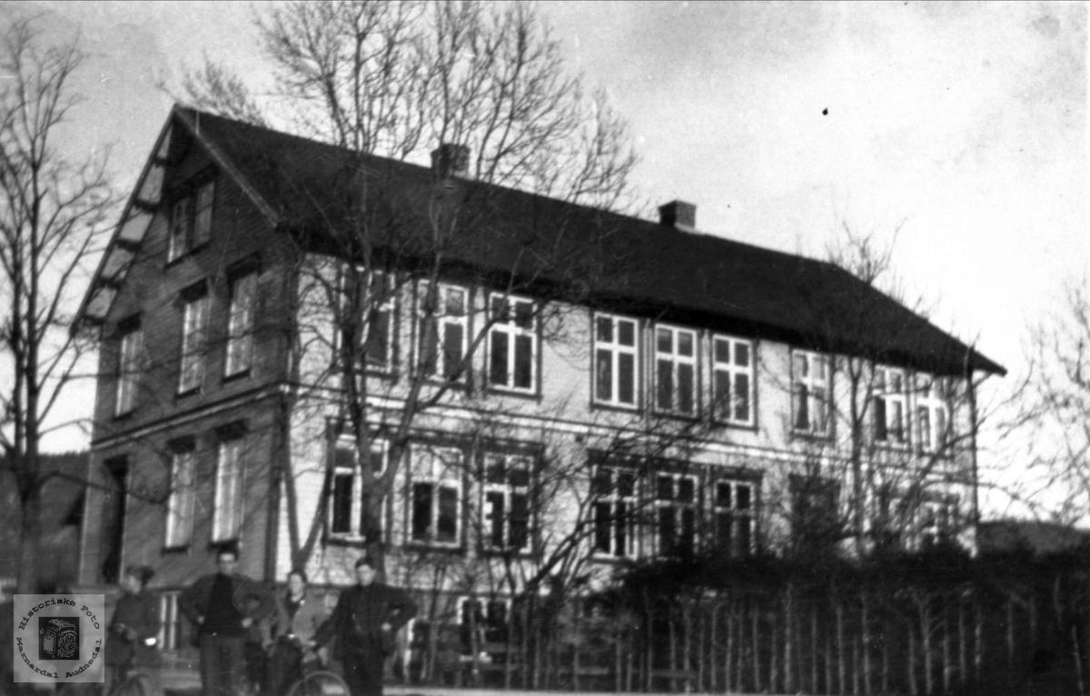 Kommunehuse på Øyslebø.
