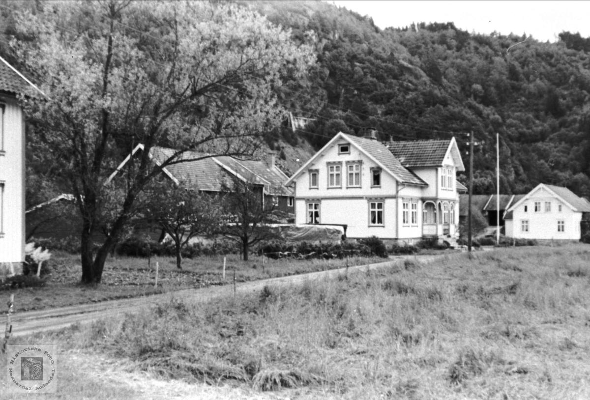 Gardsbruk på Usland i Øyslebø.