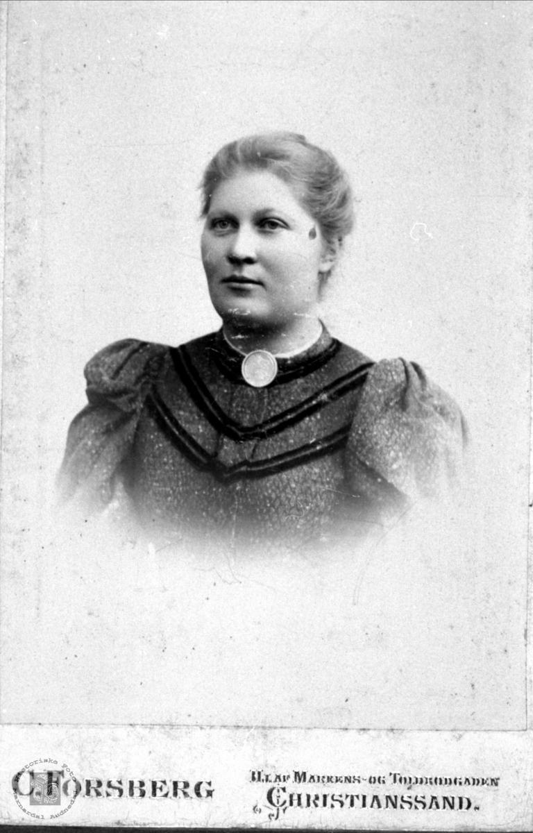 Portrett av Anna Øksendal f. Usland, Øyslebø.