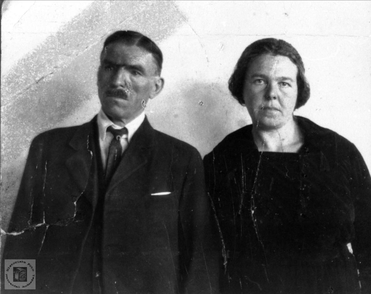 Ekteparet Nils Petter og Gunhild Falk, Øyslebø.