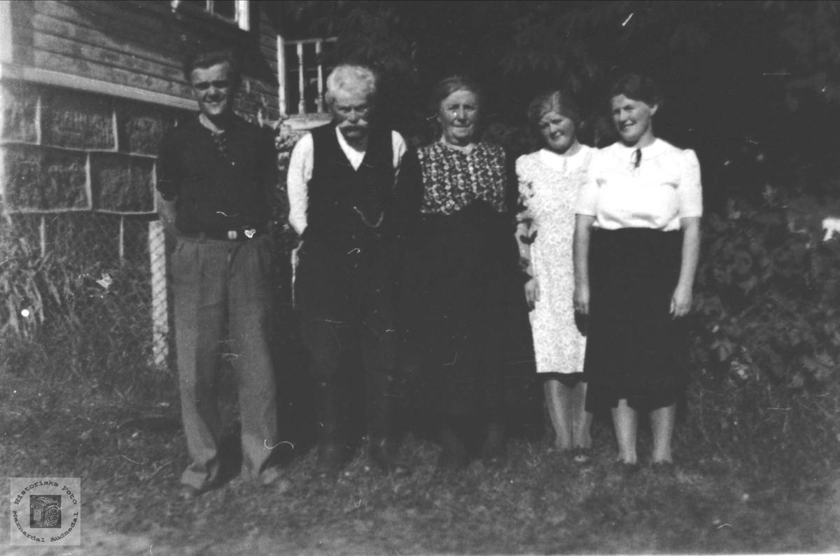 Familiegruppe Fuglestveit, Øyslebø.