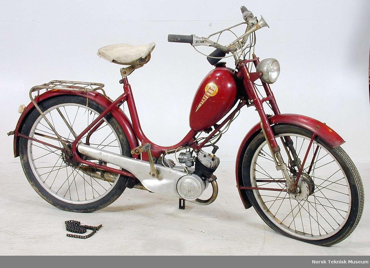 Flani fabrikker i Nittedal lisens produserte egne mopeder,basert på importerte deler (BFC i Danmark) og egenproduserte deler. Fire typer av Stafett  ble produsert.   Denne versjonen med kilereim/kjede ble produsert fra 1952 til 1954  Fabrikken opphørte i 1958