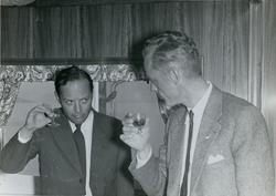 Direktør Martin Siem og en annen mann under prøvetur med tan