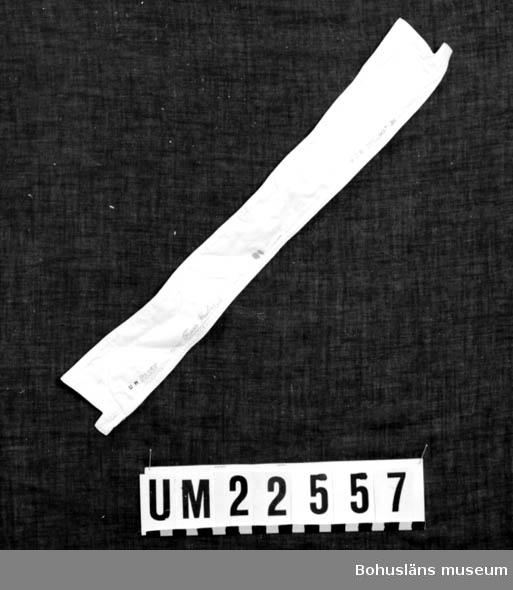 """594 Landskap BOHUSLÄN  Vit löskrage märkt i svart tryck: """"K1130 Fredr. Friberg Uddevalla."""" """"*** Diplomat 38"""".  UMFF 122:2"""