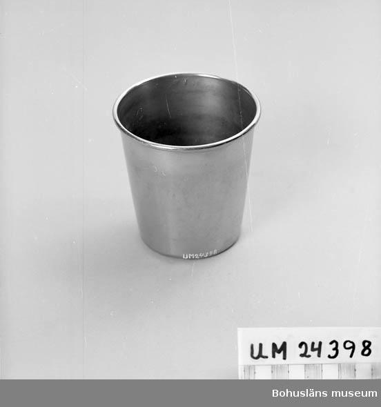 """594 Landskap BOHUSLÄN  Rostfri. Okrossbar. Använd av """"oroliga"""" patienter. Text instansad under botten: """"INDUSTRIA STOCKHOLM SWEDEN S:T JÖRGEN LILLHAGEN"""". Instansad text vid kanten: """"K1B""""."""
