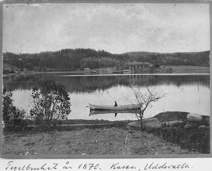"""Text på kortet: """"Kasen 1870""""."""