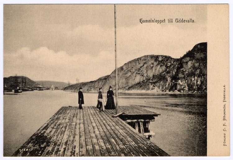 """Tryckt på kortet: """"Hamninloppet till Uddevalla."""""""