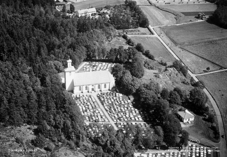"""Enligt AB Flygtrafik Bengtsfors: """"Stenkyrka kyrka Bohuslän""""."""