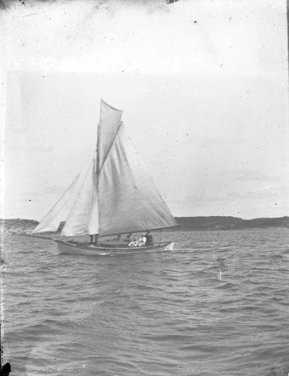 """Enl. text i blå bok: """"Segelbåt."""" ::"""