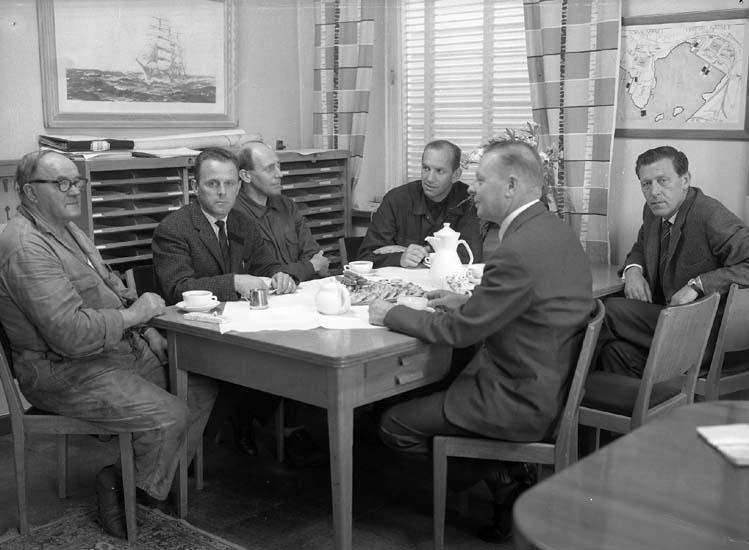 Pensionär som avtackas. Från vänster den avtackade, ingenjör Falk, Ulfstad, Kal-Alf, Sixten Hansson och Ojala.