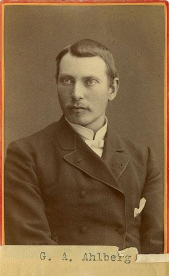 """Text på kortets baksida: """"G.A Ahlberg Bokenäs""""."""