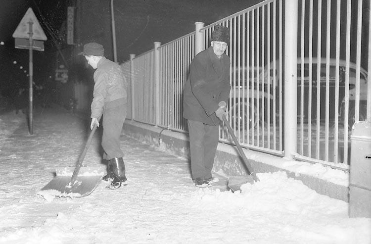 Snöskottare i Uddevalla den 17 november 1947