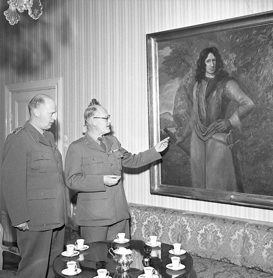 """Enligt notering: """"Armechefen på regementet Nov 57""""."""