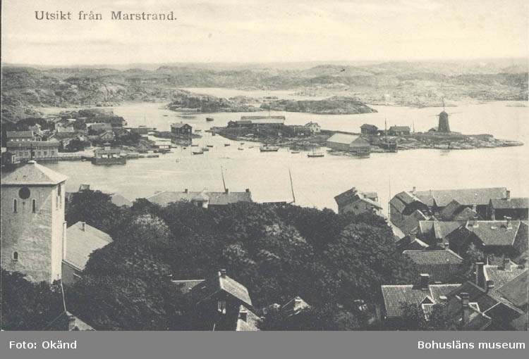 """Tryckt text på kortet: """"Utsikt från Marstrand."""" ::"""