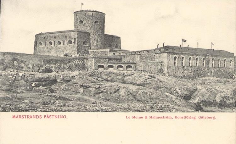 """Tryckt text på kortet: """"Marstrand. Fästning."""" """"Le Moine & Malmeström, Konstförlag, Göteborg."""""""
