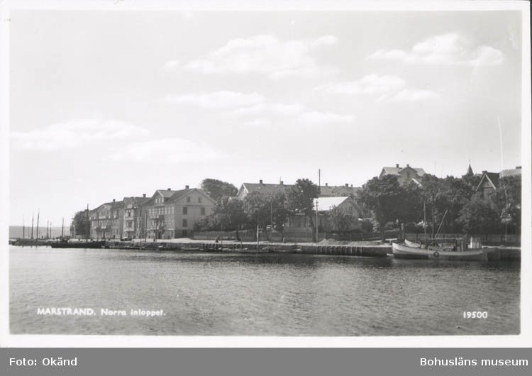 "Tryckt text på kortet: ""Marstrand. Norra inloppet."" ::"