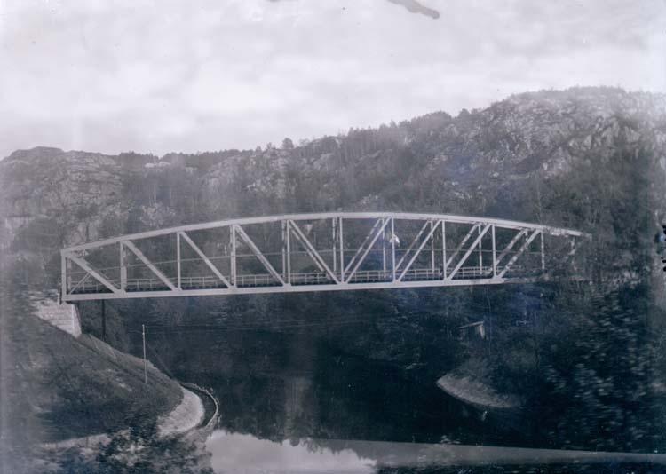 """Enligt text som medföljde bilden. """"Jernvägsbron (Statsbanan)."""" ::"""