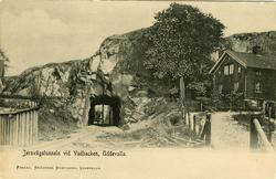 """Tryckt text på vykortets framsida: """"Jernvägstunneln vid Vadb"""