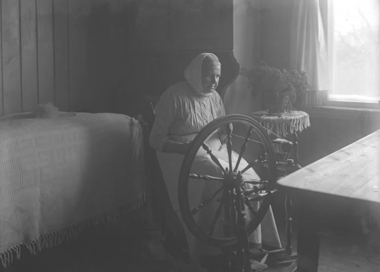 """Enligt fotografens noteringar: """"Mor Hedda hos fr. Gerdes."""""""