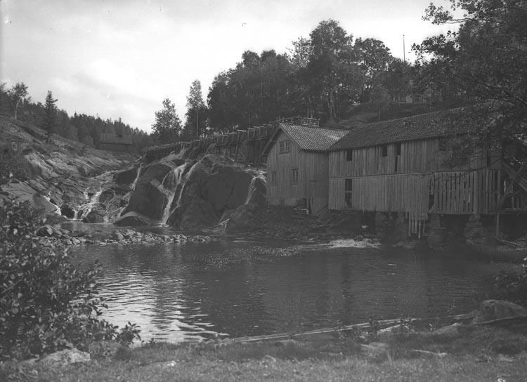 """Enligt fotografens noteringar: """"Från Bullaren. Kvarn & sågverk."""""""