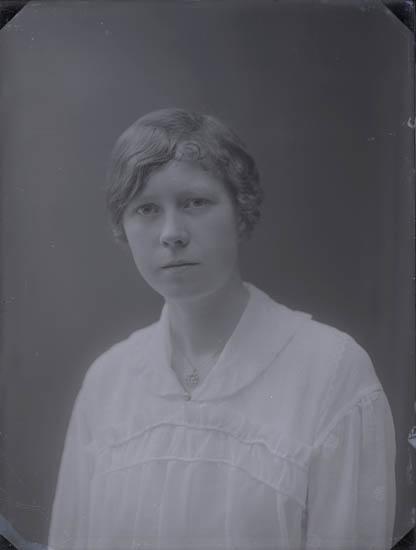 """""""år 1922 ?, Sonja Hansson född. Gift som fru Roos, Borås. Omgift omkring år 1948/49."""""""