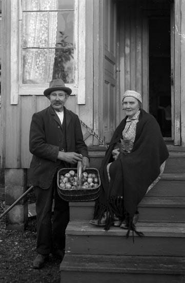 """Enligt fotografens noteringar: """"1935. 72. Johannes Kåpana (?). En gladlynt jordbrukare i Munkedal."""""""