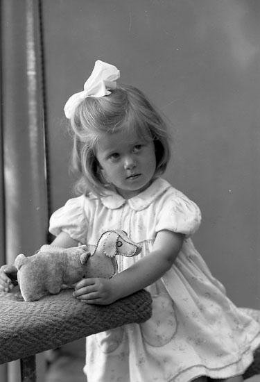 "Enligt fotografens journal nr 7 1944-1950: ""Karlsson, Eva""."