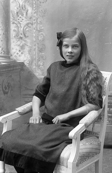 """Enligt fotografens journal Lyckorna 1909-1918: """"Gillberg, Greta Lyckorna""""."""
