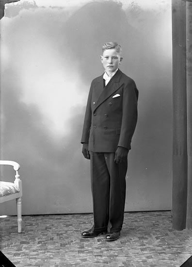 """Enligt fotografens journal nr 6 1930-1943: """"Karlsson, Sixten, Korsgård Ödsmål""""."""