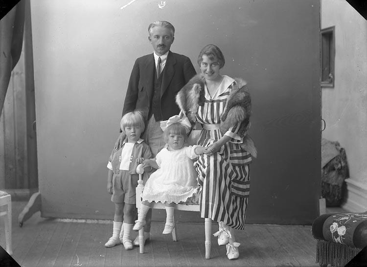 """Enligt fotografens journal nr 4 1918-1922: """"Fellenius, Herr Ön""""."""
