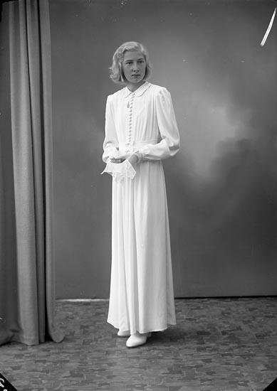 "Enligt fotografens journal nr 7 1944-1950: ""Redig, Fr. Anita Nyborg, Stenungsund""."