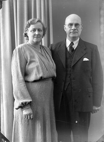 "Enligt fotografens journal nr 7 1944-1950: ""Fransson, Herr Ernst Stenungsund""."