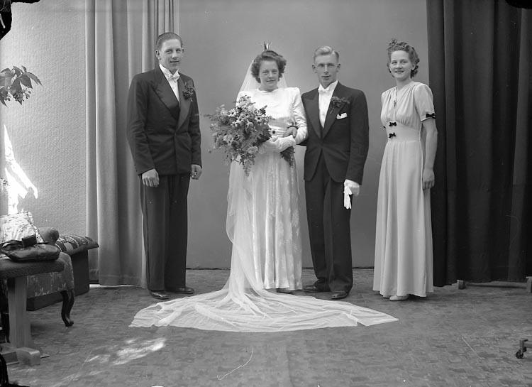 """Enligt fotografens journal nr 7 1944-1950: """"Sjölund, Herr Gösta K.N. 4 Västanberg"""".  Enligt fotografens notering: """"Herr Gösta Sjölund Noreborg, Ekshärad""""."""