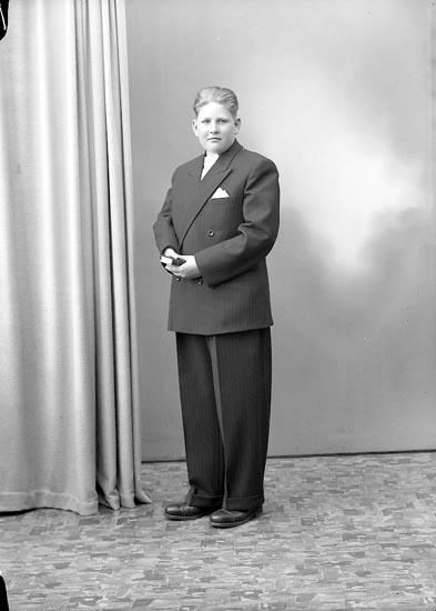"Enligt fotografens journal nr 7 1944-1950: ""Hasselberg, Kurt Stenungsund""."