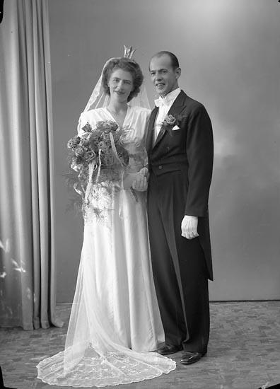 """Enligt fotografens journal nr 7 1944-1950: """"Bengtsson, Herr Gustaf Pensionatet Svenshögen""""."""