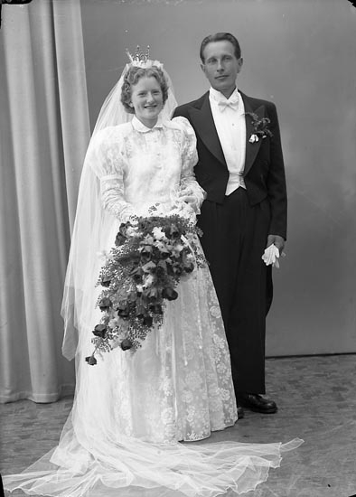 """Enligt fotografens journal nr 8 1951-1957: """"Johansson, Herr Bror, Rörkärr, Nygård""""."""